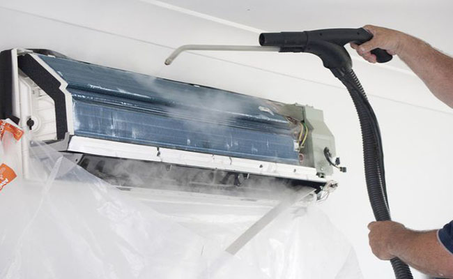 cách vệ sinh máy lạnh của thợ chuyên nghiệp
