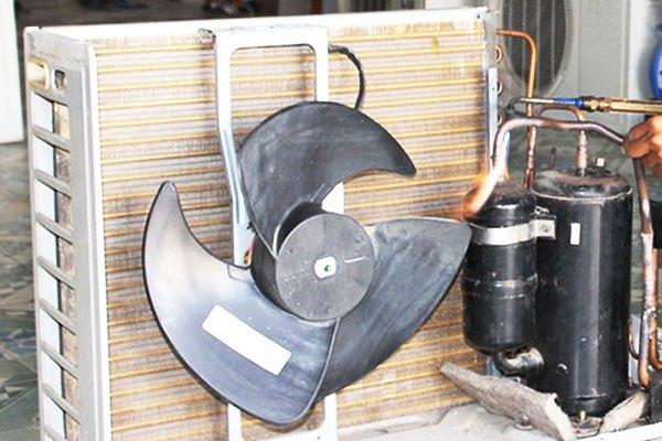 Máy nén hư hỏng cũng làm cho cục nóng chạy ồn