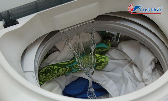 Để máy giặt không cân bằng