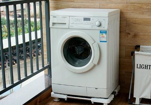 để máy giặt trên đế giảm rung lắc giảm ồn