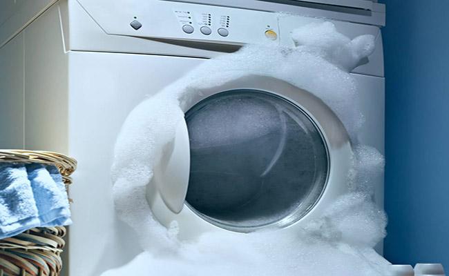 Cho quá nhiều bột giặt hoặc dùng sai loại bột giặt