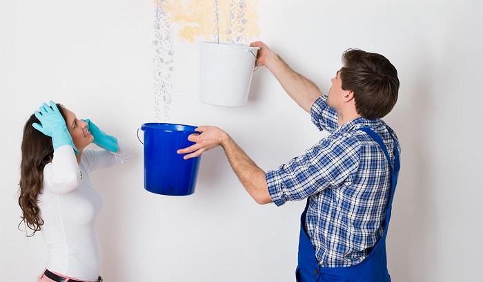máy lạnh chỷ nước gây ẩm mốc tường