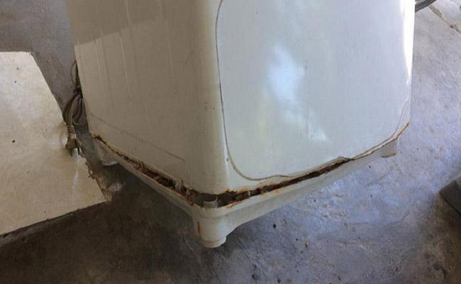 tác hại máy bị chảy nước dưới gầm